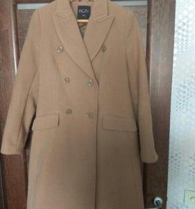 Пальто демисезонное 44 размера