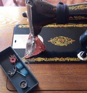 швейная машинка - тумба + старинный сервант 40 х г