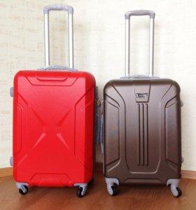 Мужские чемоданы среднего размера