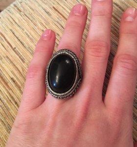 Разные кольца. Смотрите профиль.