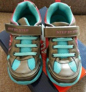Новые кроссовки на девочку, 30 размер