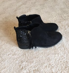 Замшевые ботинки с пайетками