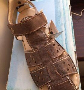 Кожаные подростковые сандали