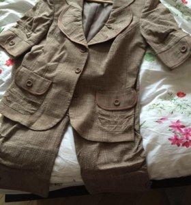 Женский костюм с укорочёнными брюками