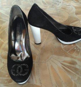 Черно белые туфли 40 р
