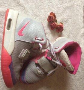 Кроссовки Nike Yeezy
