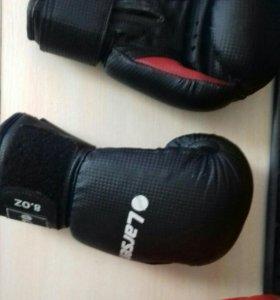 Боксерский шлем и перчатки боксерские 2000 рублей