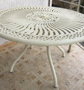 Стол и четыре стула для дачи