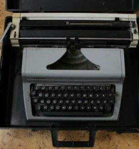 Пишущая машина.