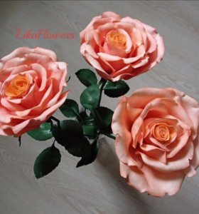 Букет из трёх роз