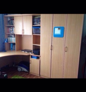 Шкаф, стол и тумбочка