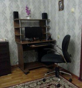 Компютер,стол,кресло