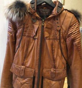 Куртка кожа,ворот с опушкой енот