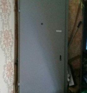 Дверь железная с входной рамой