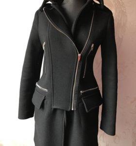 Чёрное пальто демисезонное