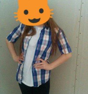 Рубашки и джинсовая жилетка