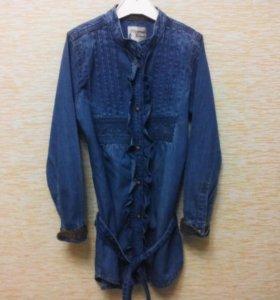 Джинсовая рубашка.
