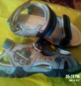 3 пары обуви за 600р