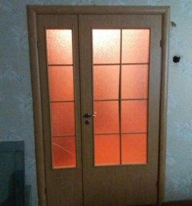 Двери зеркальные для гостиной