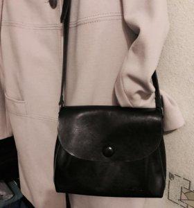 Пальто женское б.у почти новое !
