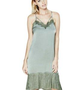 Платье GUESS в бельевом стиле