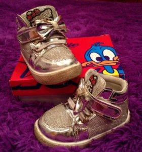 Детские ботинки, весна.