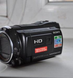 Видеокамера со встроенным проектором . Sony