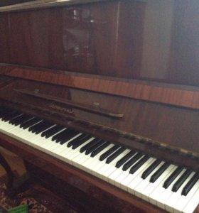 Пианино ласточка в отличном состоянии,уступлю