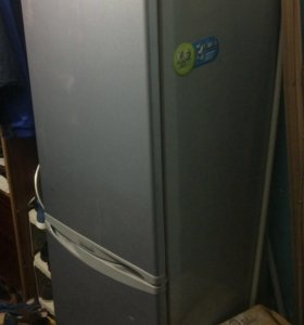 Холодильник LG двухкамерный в нерабочем состоянии