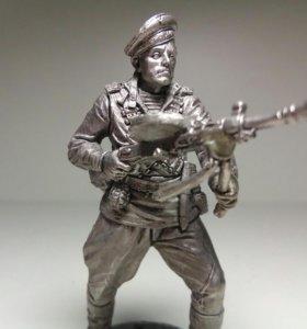 Краснофлотец с пулеметом ДП