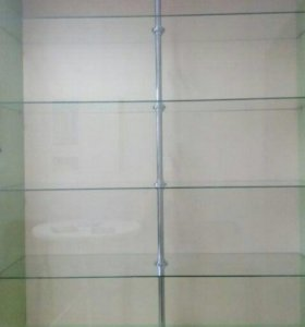 Шкаф-витрина с стеклянными полками