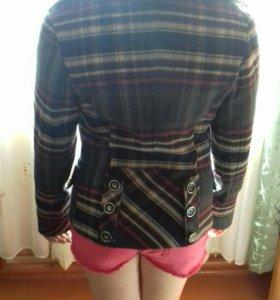 Пальто на девочку.