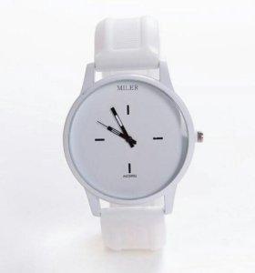 Часы Miler белые. Новые