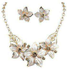 Набор. Ожерелье и серьги.