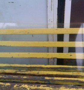Переднее лобовое и заднее стекла.