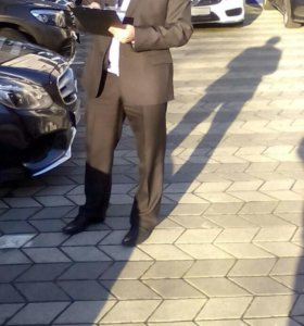 Мужской черный костюм,галстук в подарок