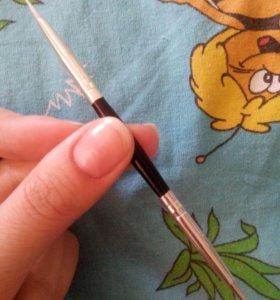 Инструмент  для рисования узоров на ногтях.