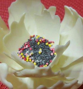 Цветок из шоколадной глазури