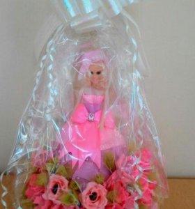 Барби с конфетными розами