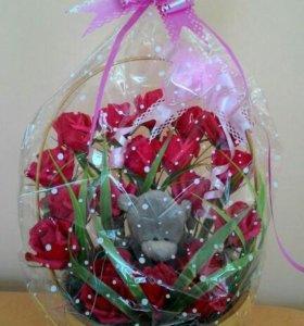 Корзина с конфетными розами
