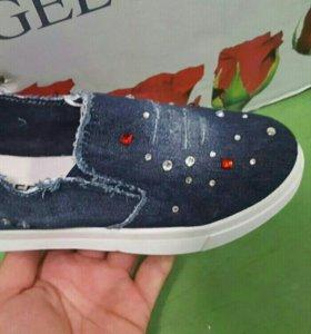 Новые джинсовые тапки