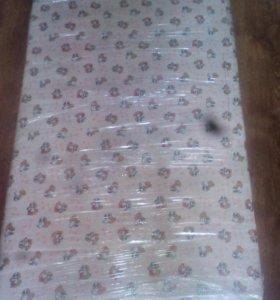 Матрас с простынкой на резинке в детскую кроватку
