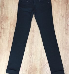 Чёрные брюки (джинс)