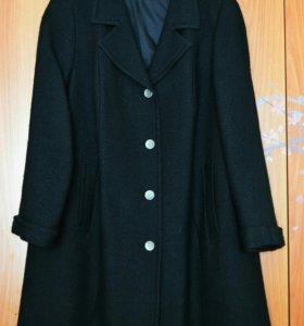 Демисезонное пальто размер 52-56