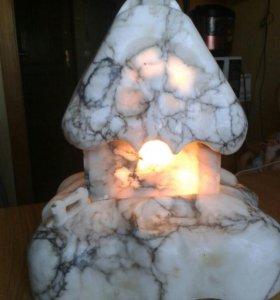 Мраморный домик-светильник