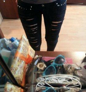 Рваные джинсы черные