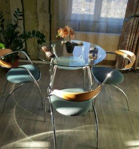 Продам стол обеденный с тремя стульями