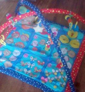 Коврик с игрушками детский