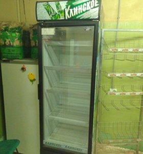 Холодильник вертикальный,со стеклянной дверцей.