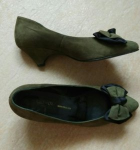 Новые замшевые туфли р.37,5